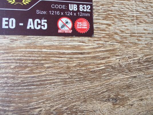 sàn gỗ UB 832